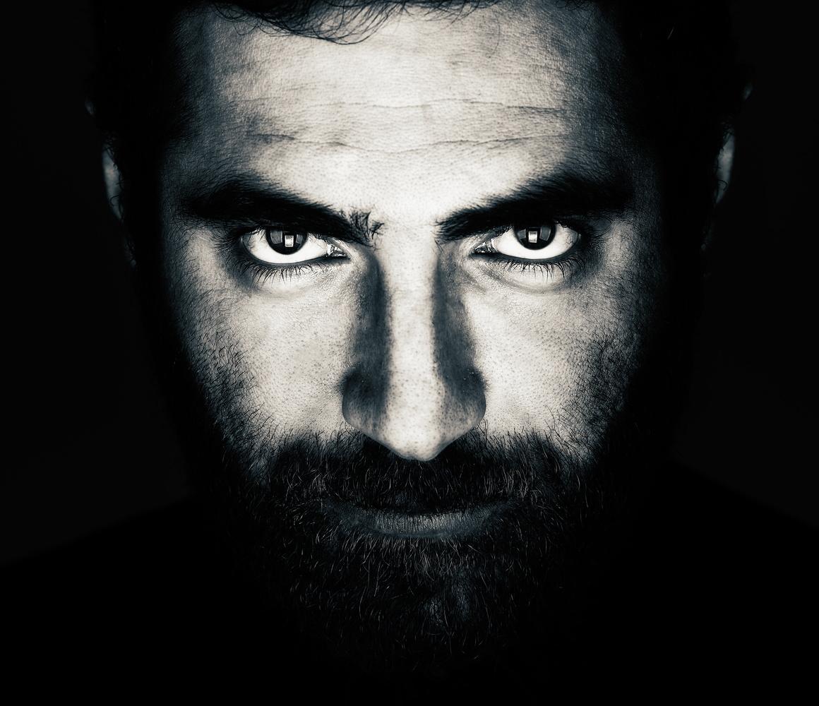 Dark close-up by Nir Roitman