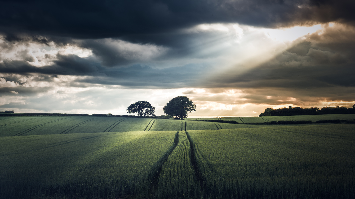 A stormy sunset by Lee Higgs