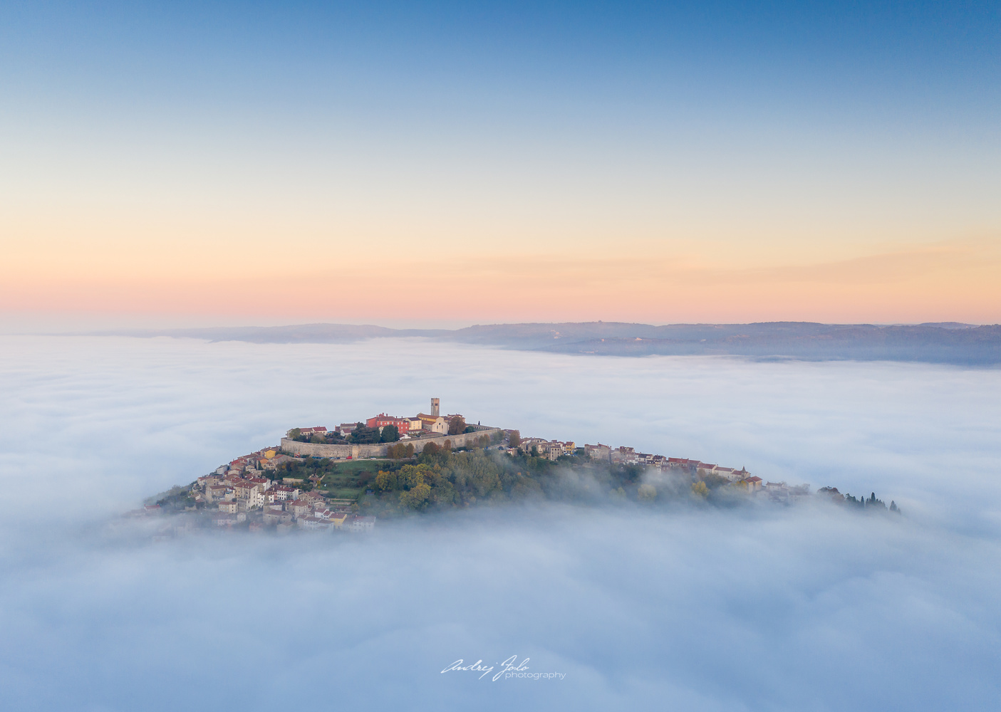 Foggy town by Andrej Folo