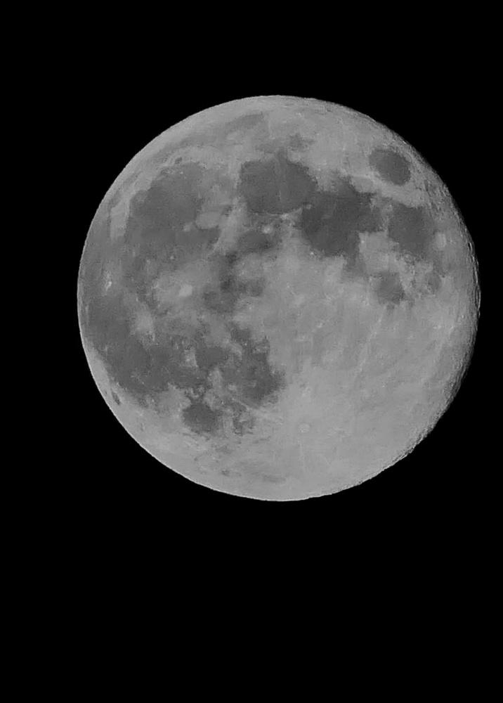 Full Moon by Isaac Holyk