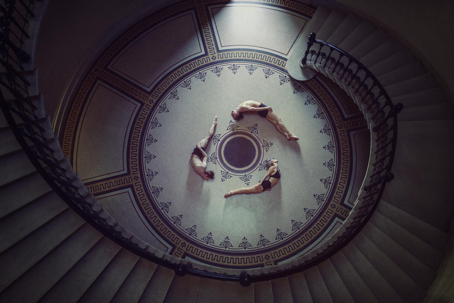 Circle dance by Janos Lakatos