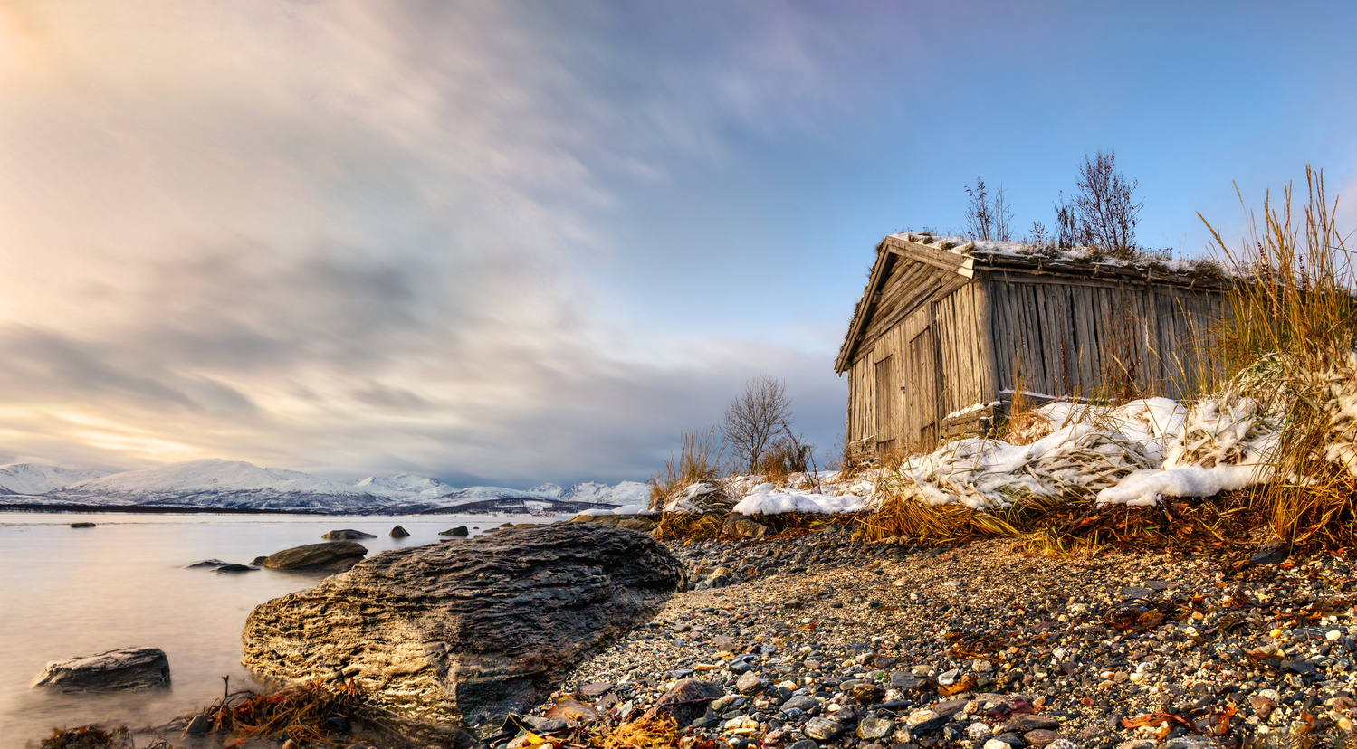 Abandoned cabin at sea side by Amirun Bisoyi