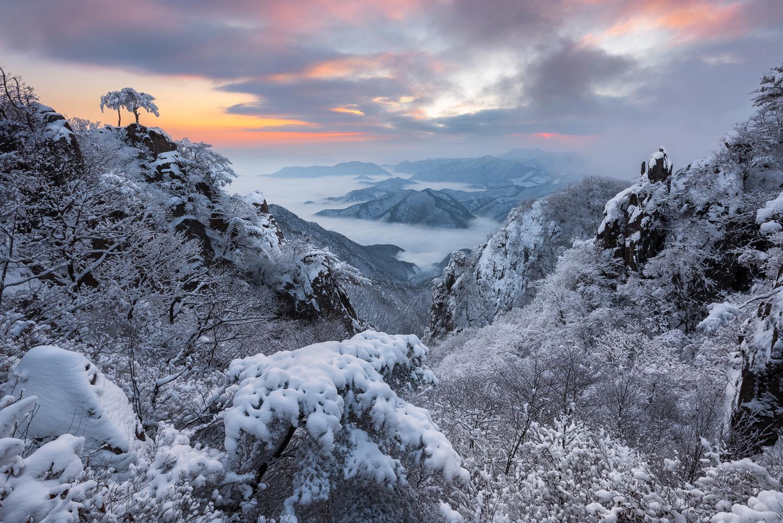 Frozen 'V' Valley by jaeyoun Ryu
