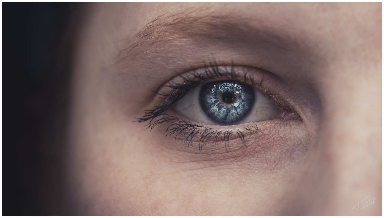 Getting lost in an eye's beauty by Tobias Käter