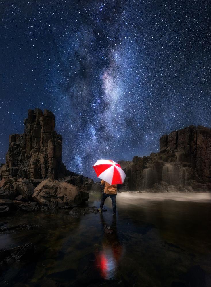 Under the rain of star by Chaiwat Leelakajonkij