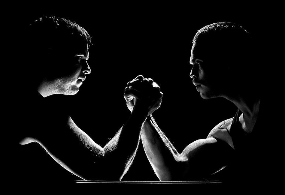 Armwrestling by Oskar Ragnarsson
