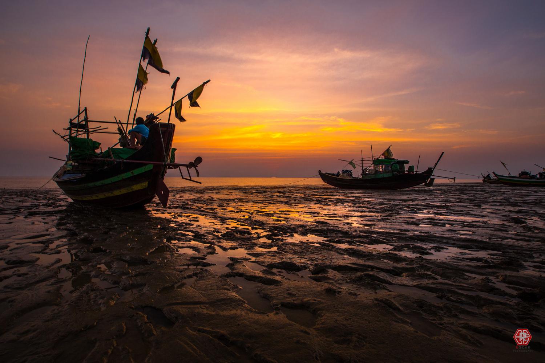 Fishing boat on rest mode  by Oscar Kaung