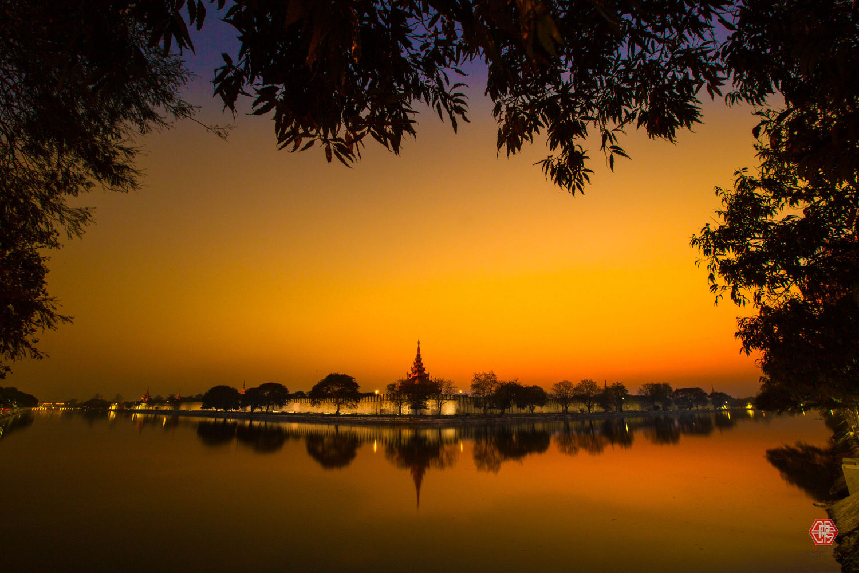 Mandalay Palace's Wall by Oscar Kaung