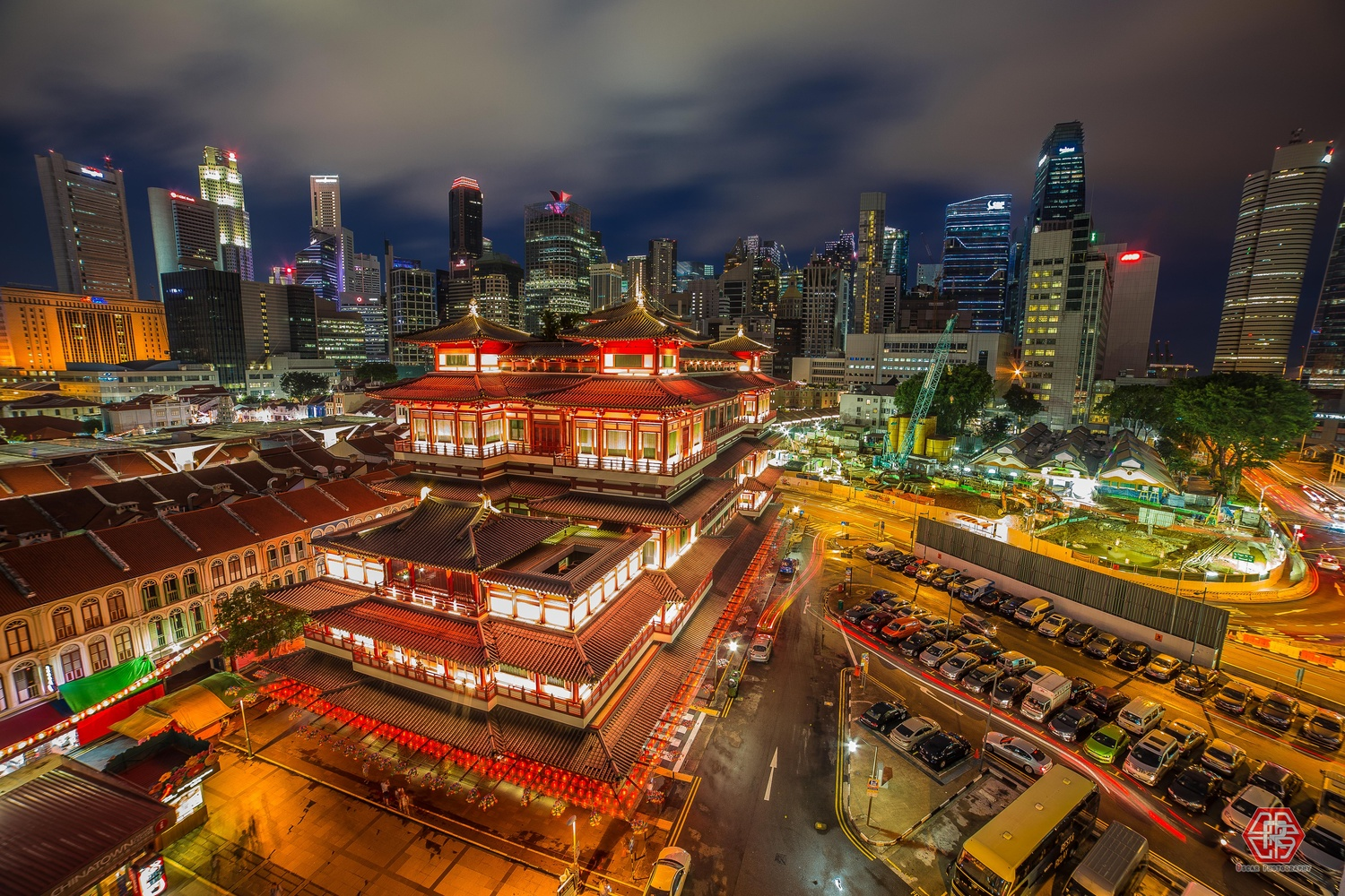 Buddha Tooth Relic Temple  by Oscar Kaung