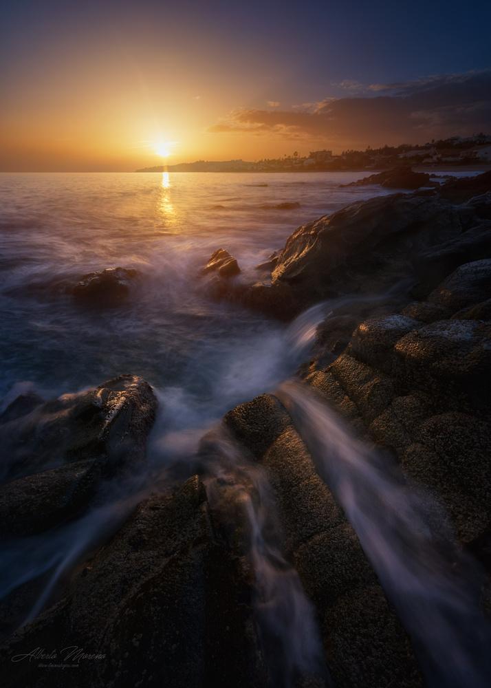 caresses at sunset by Alberto Moreno