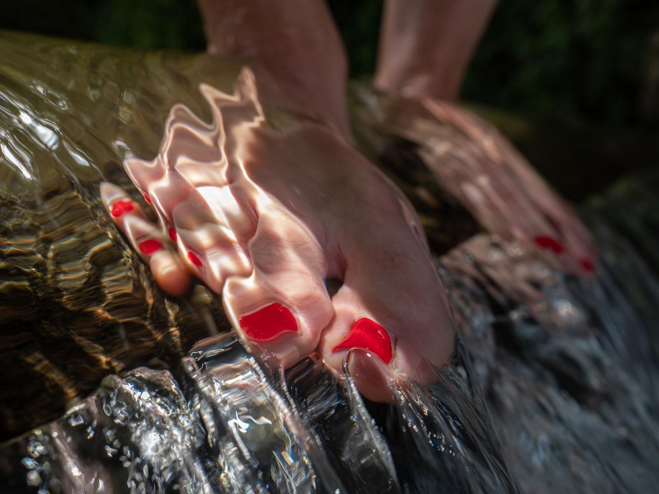 Feet by Tomasz Kowalski