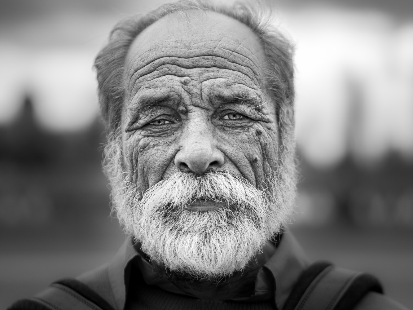 Street portrait of a Romanian Gypsy by Tomasz Kowalski