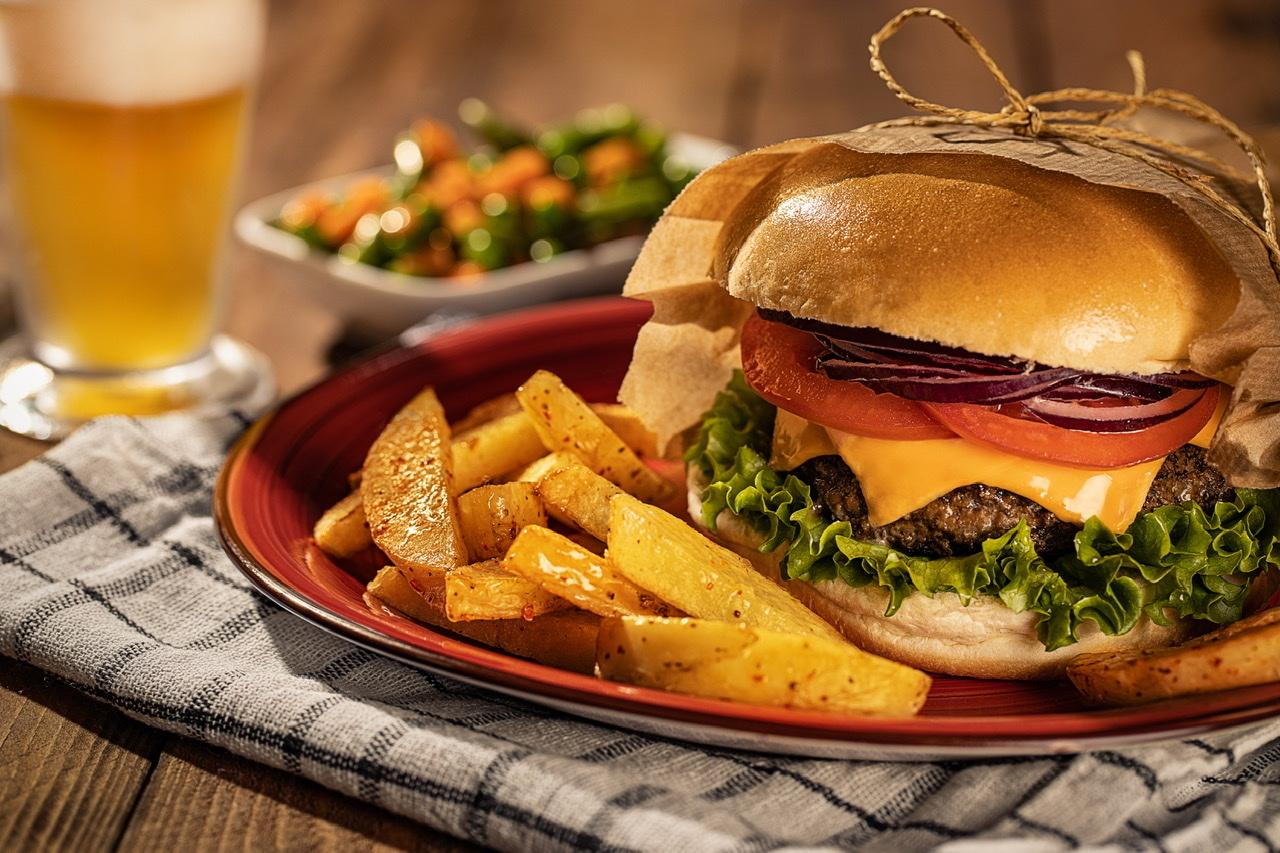 Burger & Beer by Firat Tuzunkan