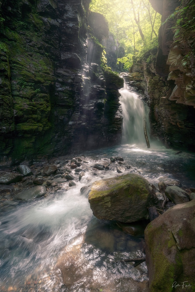 Yuhi waterfall by Ryota Fukuda