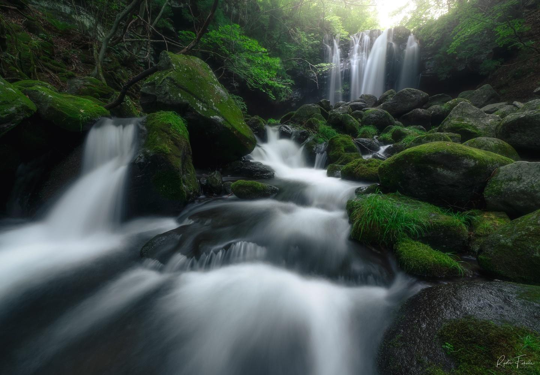Green falls by Ryota Fukuda