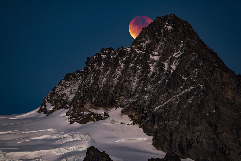 Blood Moon over Mt Shuksan by Richard Rhee