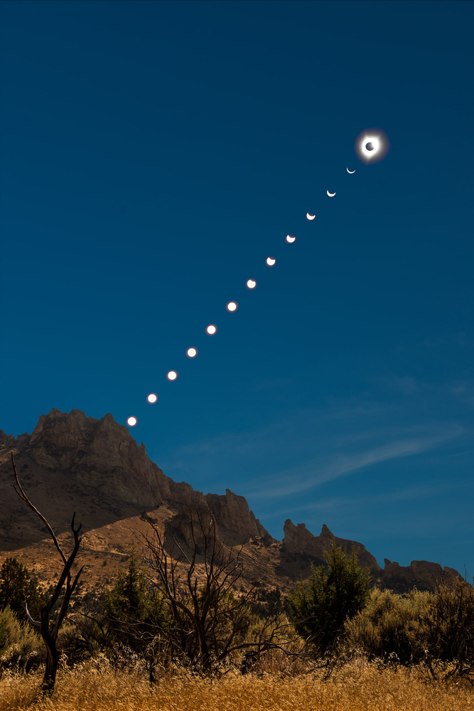 Total Solar Eclipse over Smith Rock State Park, Oregon by Richard Rhee