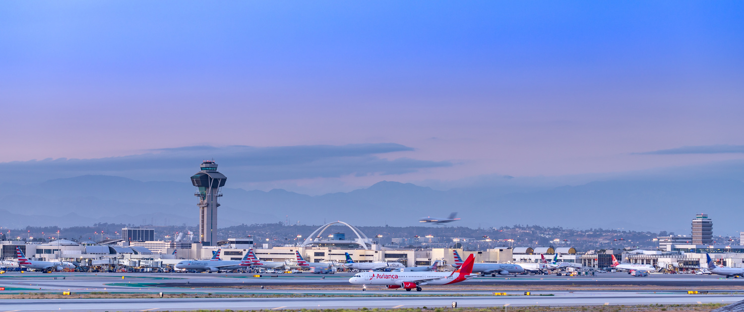 Plane landing at LAX by Arvind Vallabh