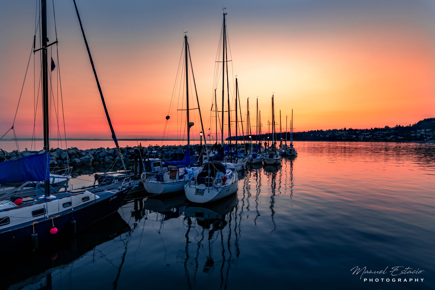 Sunset by the pier by Manuel Estacio