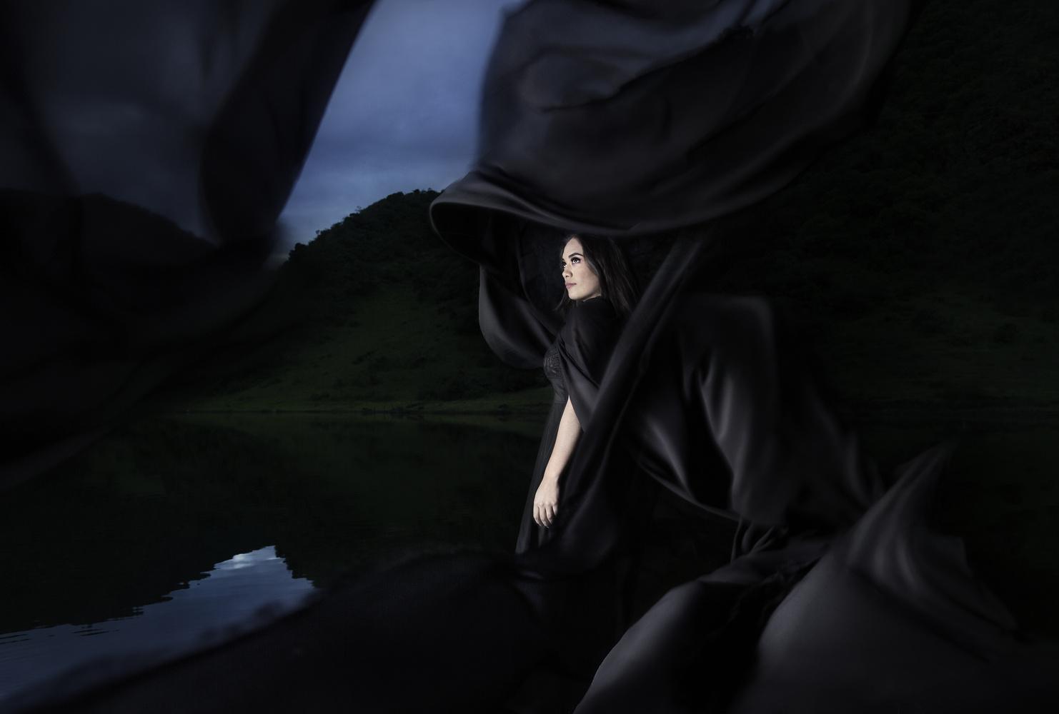 La femme du lac  by Cristhian Gonzalez