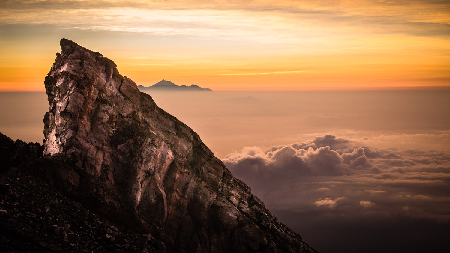 On top of the Agung by Philip Erpenbeck