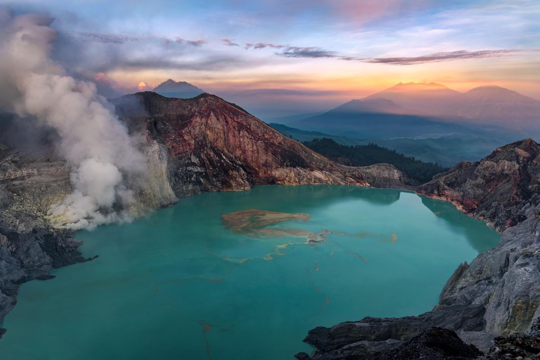 Ijen crater by Roberto Ruggieri
