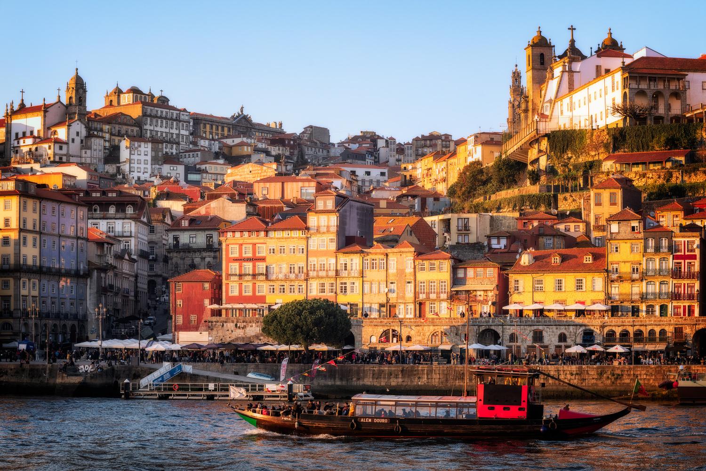 Vila Nova de Gaia | Porto, Portugal by Nico Trinkhaus