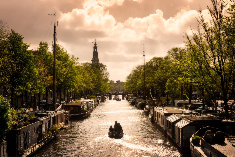 Houseboats | Amsterdam, Netherlands by Nico Trinkhaus