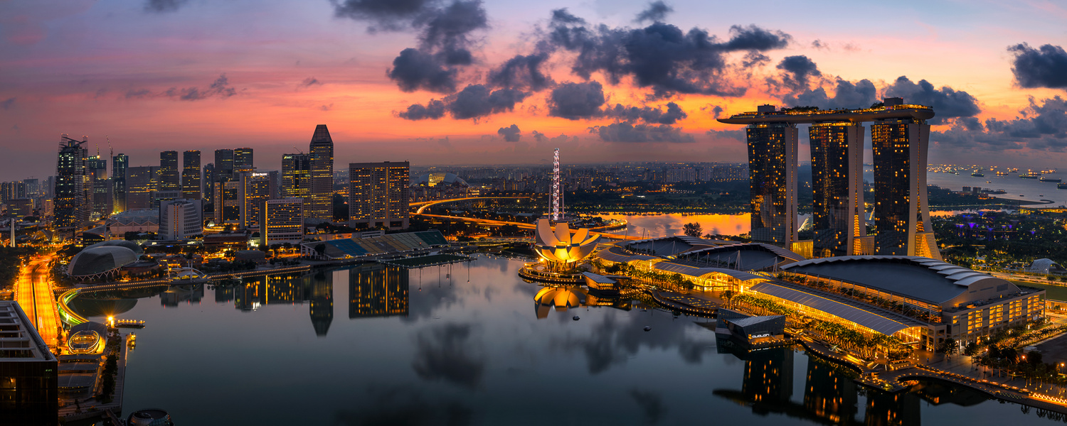 Panoramic view of Singapore Marina by Nico Trinkhaus