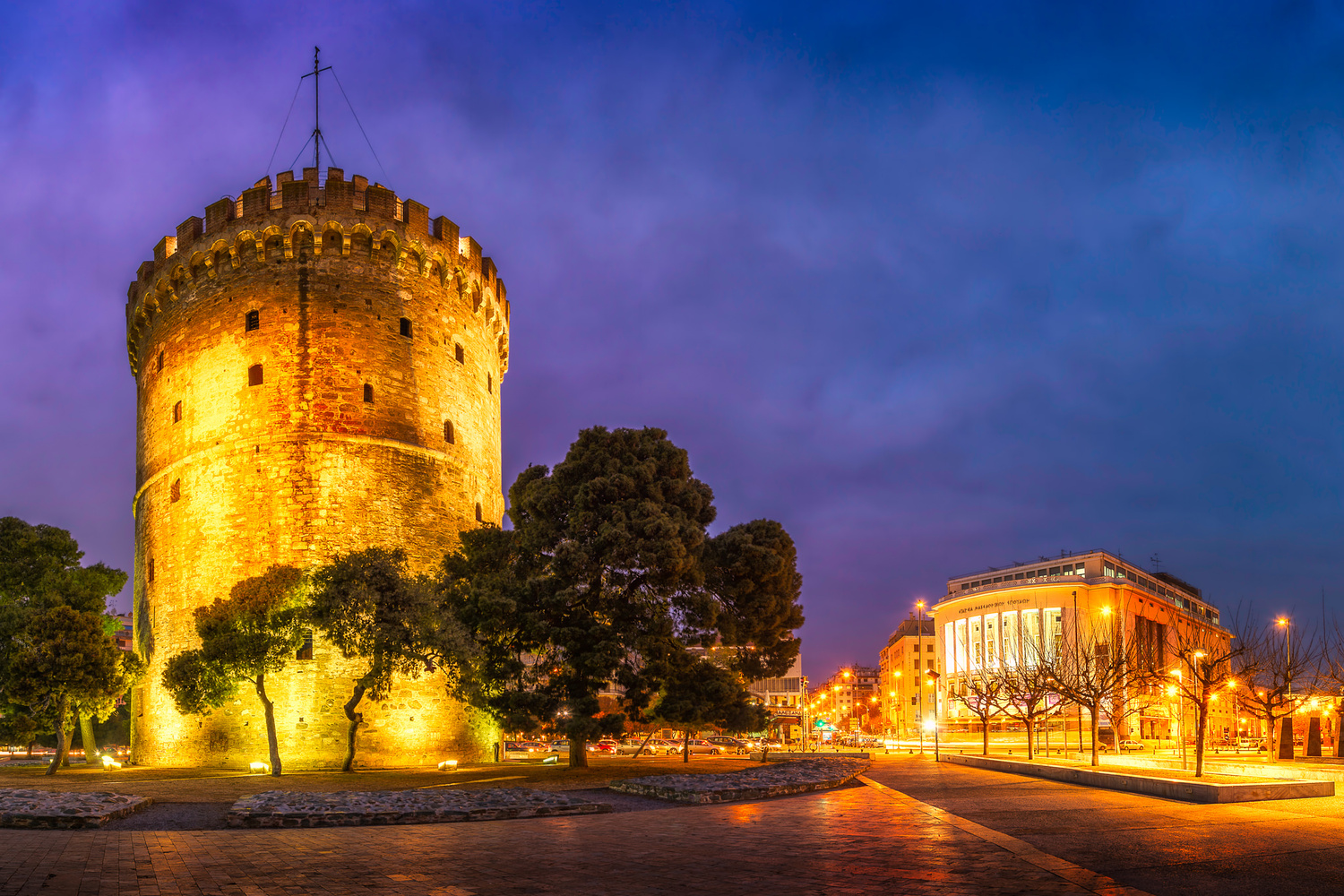 White Tower | Thessaloniki, Greece by Nico Trinkhaus