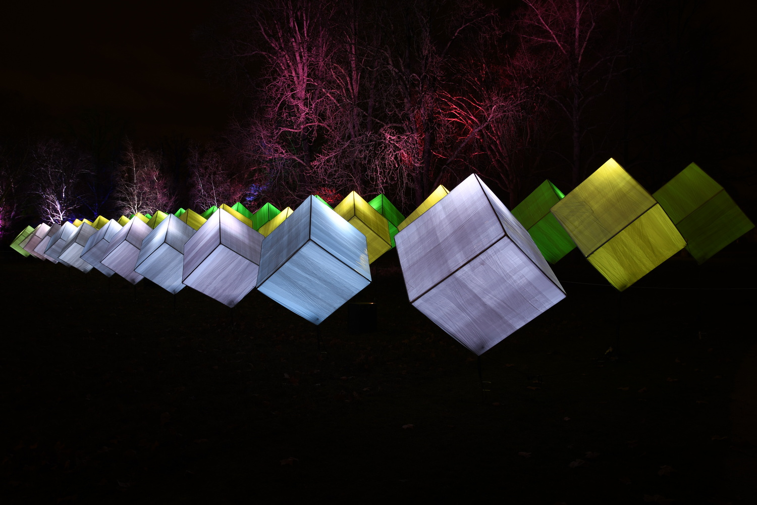 Cube repetition by Tobias Broch