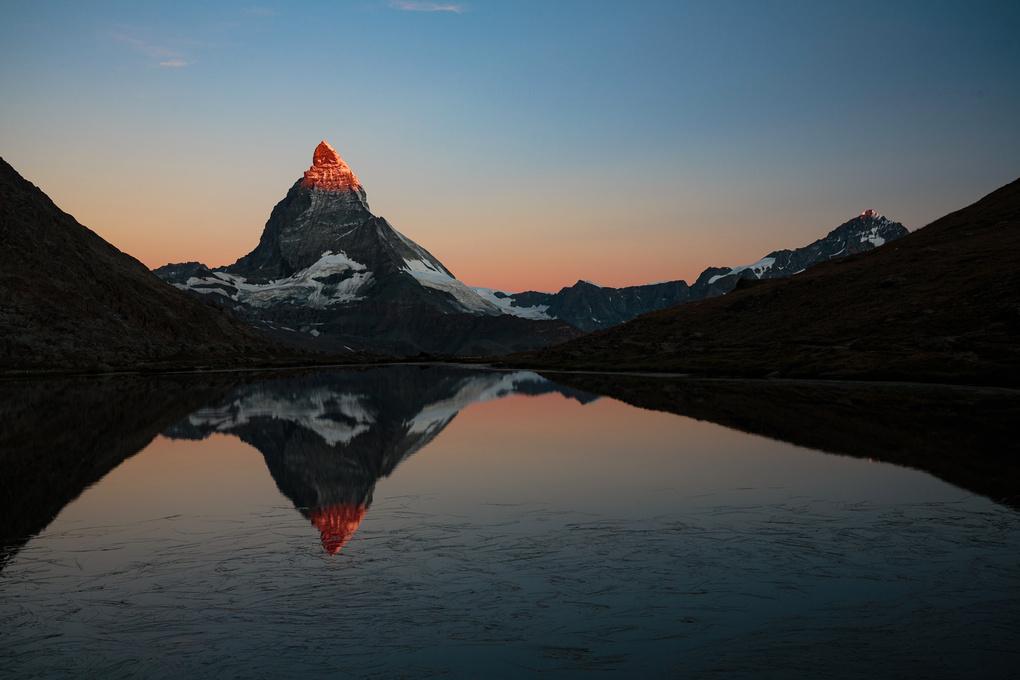 Sunrise over Matterhorn by yannik waeber