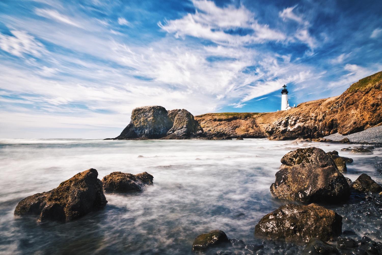 Yaquina Head Lighthouse, Oregon by Lee Hanyo