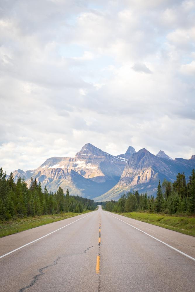 Icefields Parkway, Alberta by Lee Hanyo