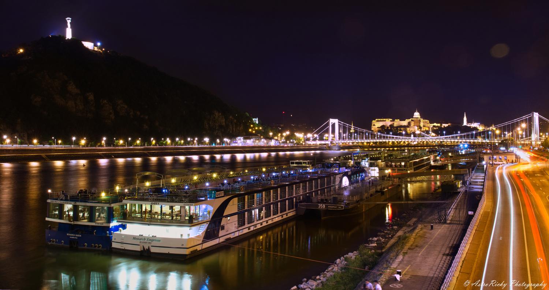 Danube in Budapest by Riccardo Mattei