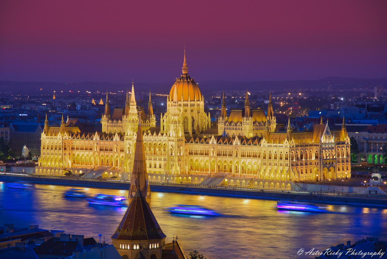Budapest, Hungarian Parliament by Riccardo Mattei