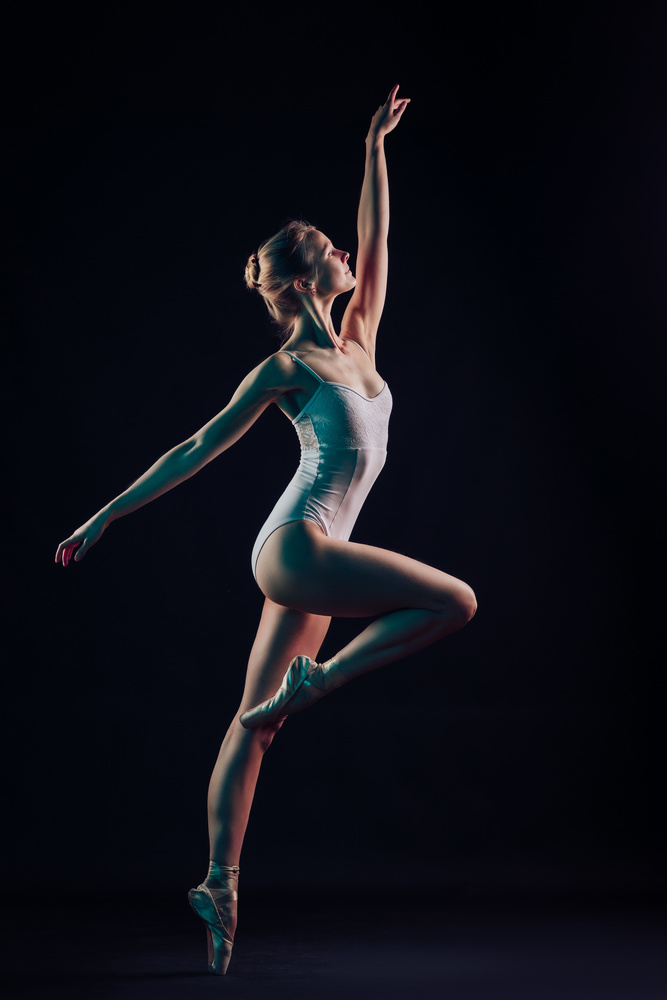 Pose on pointe by Lennart Böwering
