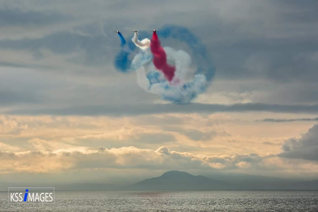 Red Arrows by Kevin Sloan
