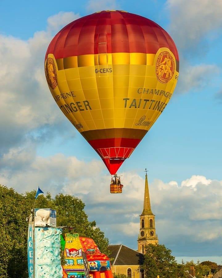 Hot Air Balloon by Kevin Sloan