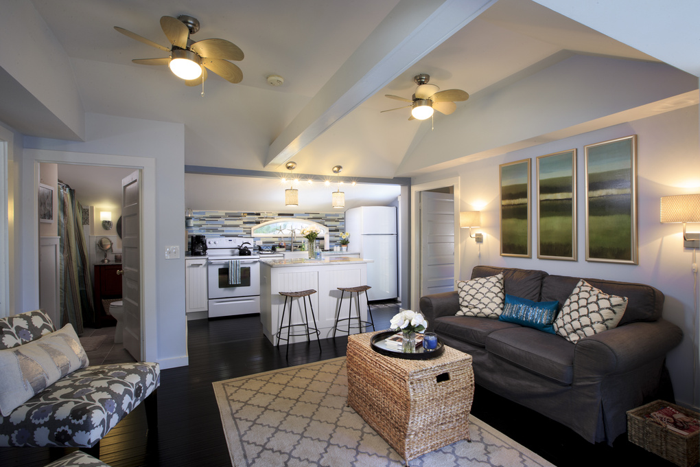 Living room rental by Rob Nitsch