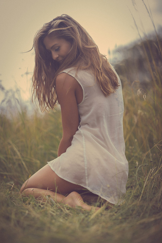 Sally in the grass by Thomas Agatz