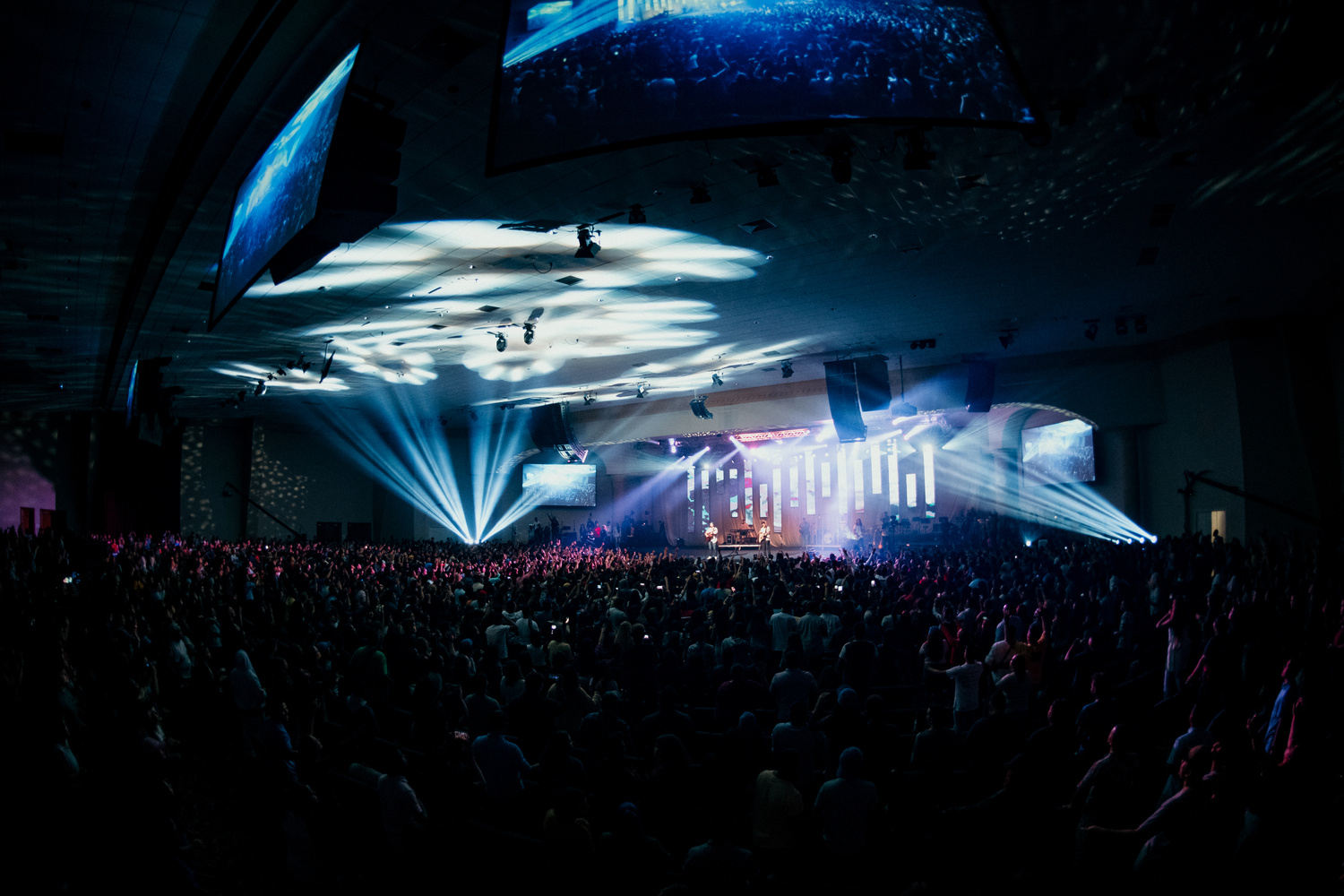 Wide monopod shot during Bethel Concert in Miami by Andrew Camel