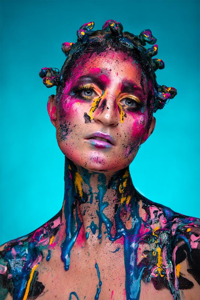 Make-up explosion by Sanne van Bergenhenegouwen
