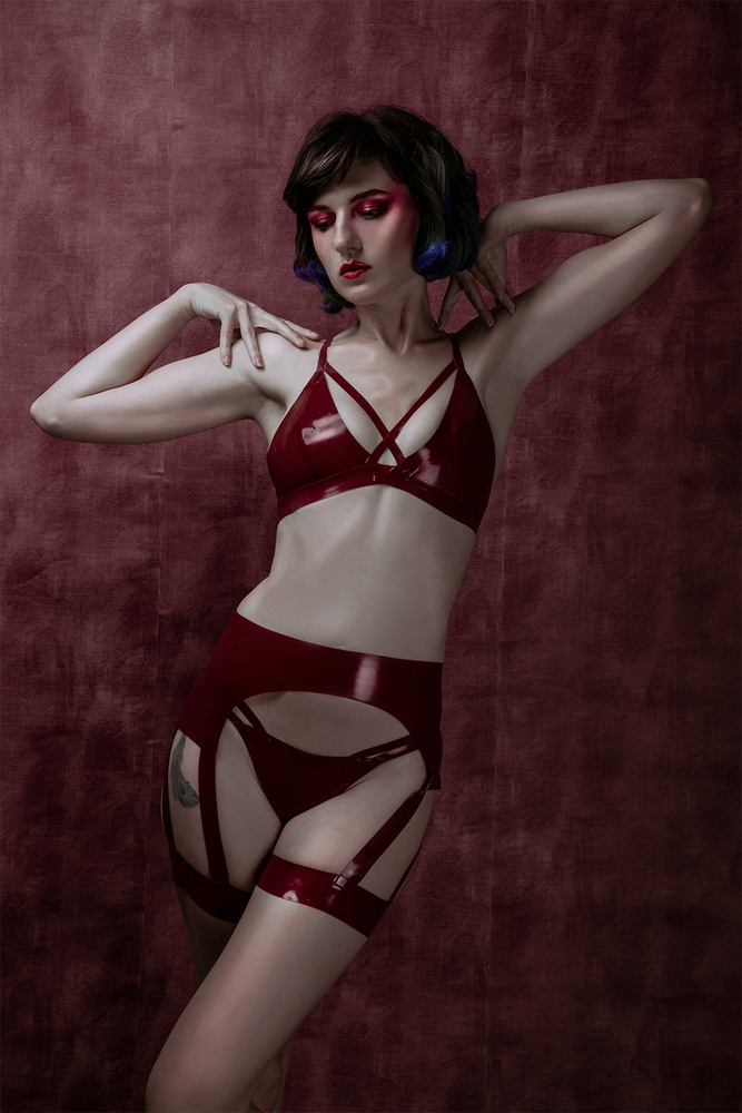 20s latex by Sanne van Bergenhenegouwen