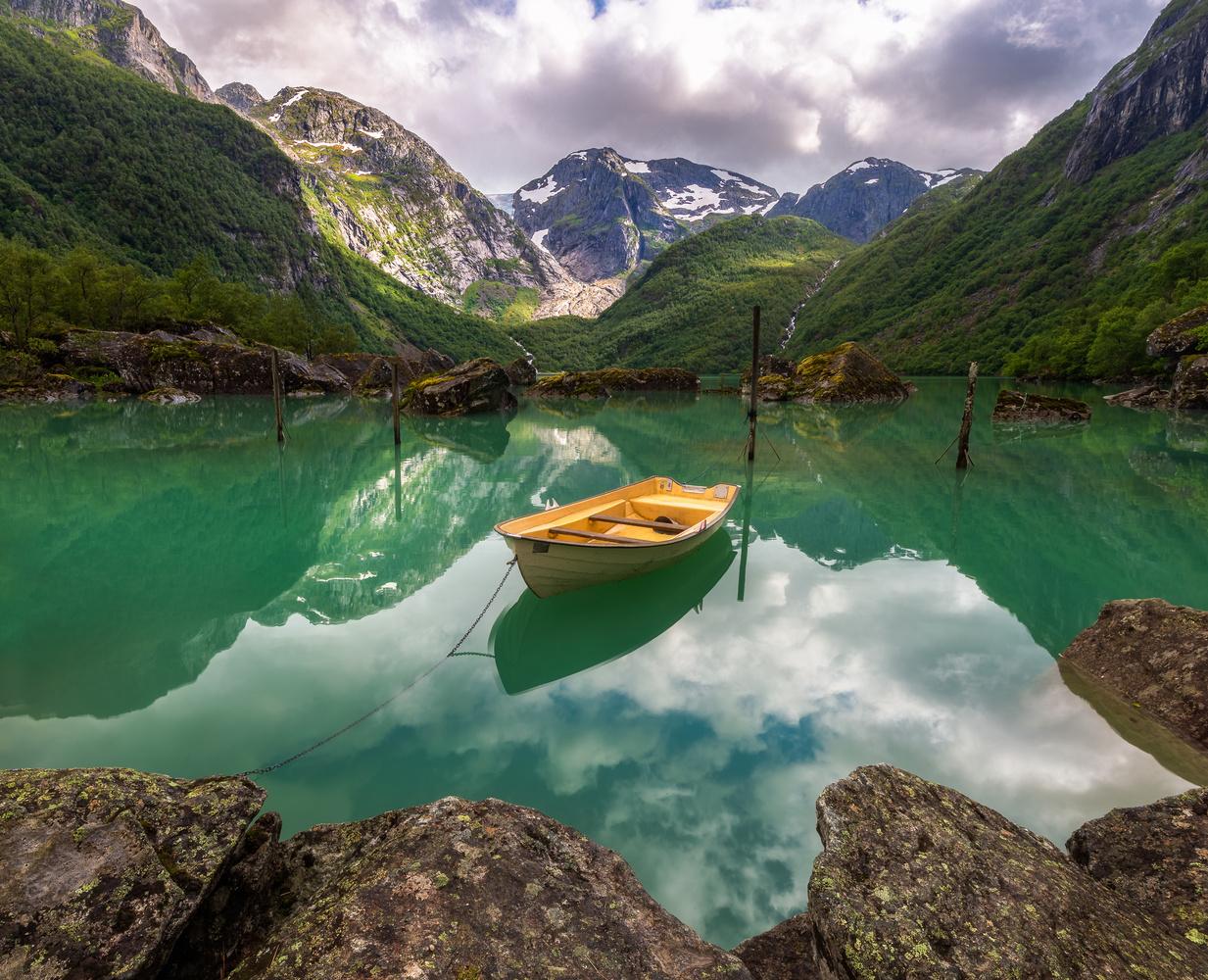 Bondhusvatnet by Mikkel Nordbæk