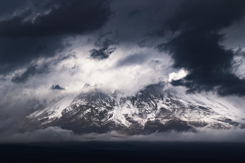 Licancabur, pendant l'orage by Rémi Carbonaro