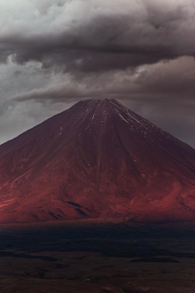 Licancabur, before the storm. by Rémi Carbonaro