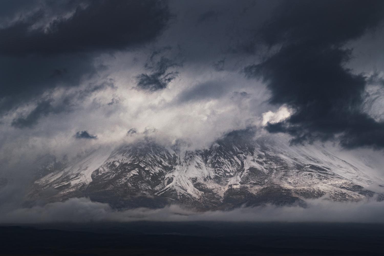 Licancabur, pendant l'orage. by Rémi Carbonaro