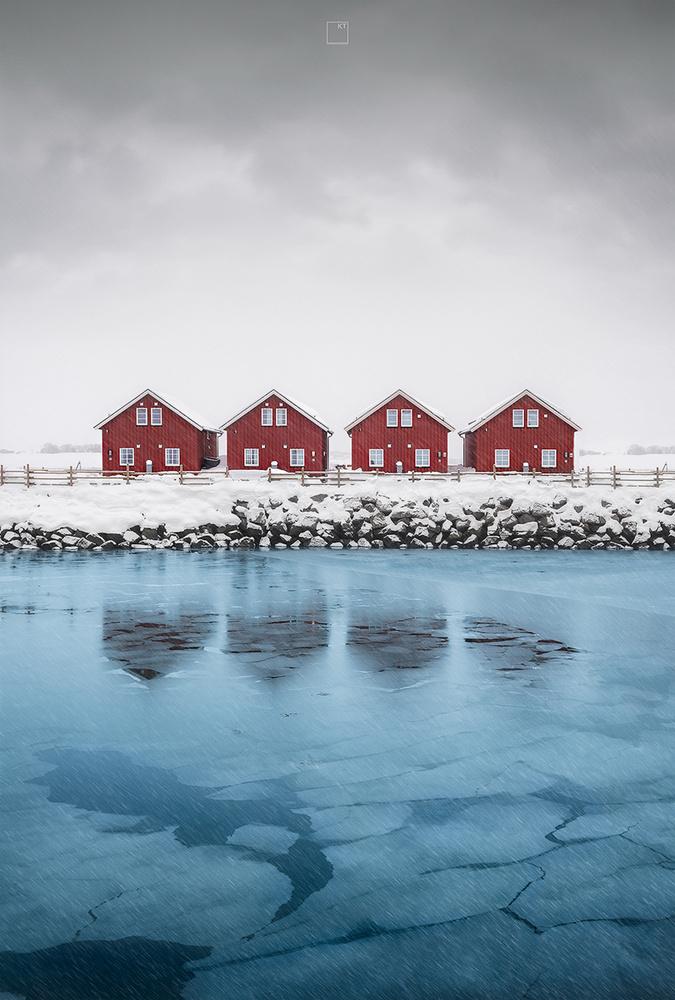 Winter rorbu by Kevin Teerlynck
