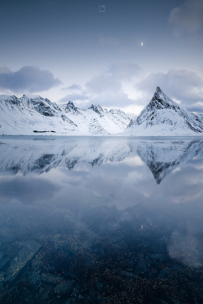 reflection blues by Kevin Teerlynck